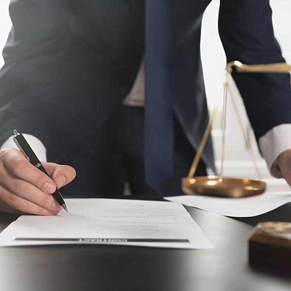 Adwokat uzupełniający pismo napodstawie dokumentacji